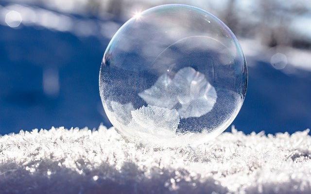 frozen-bubble-1986676_640