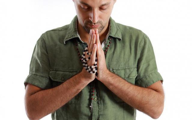 Davide biddend gebogen