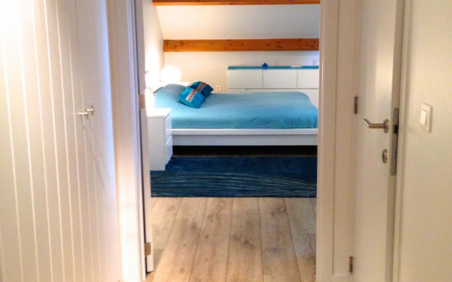 Kamer met gang en bed