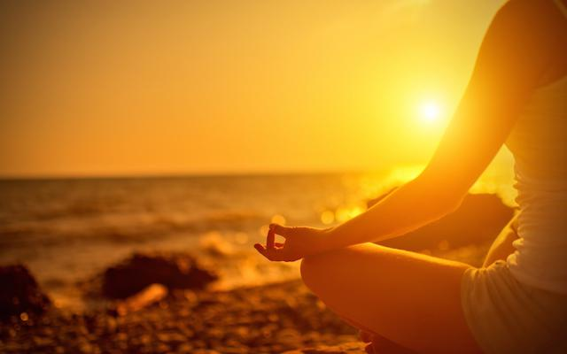 Shammi sfeer van zijn lessen yoga in De evolutie