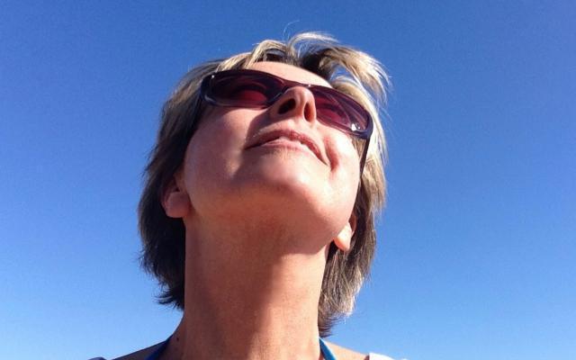 Dru yoga 12 - Ingeborg geniet van de zon