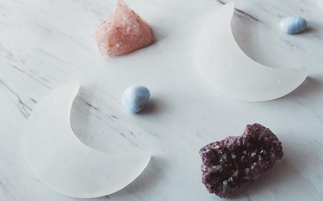 crystals-4831222_640