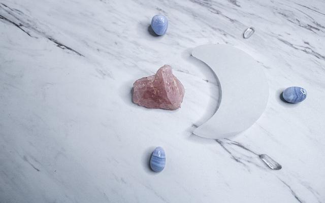 crystals-4831227_640