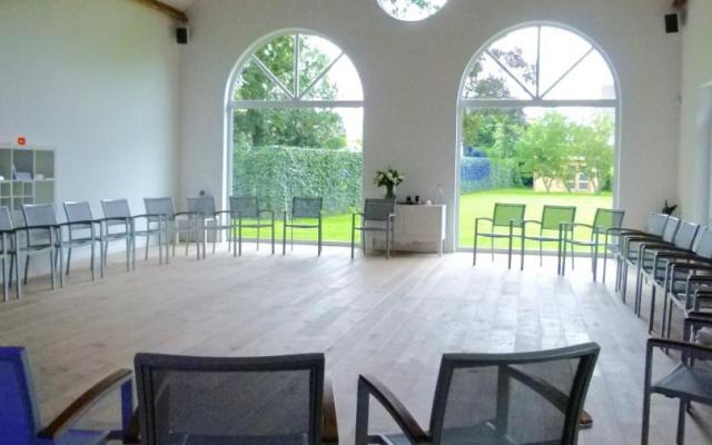 De zaal voor yoga en meditatie te Brugge